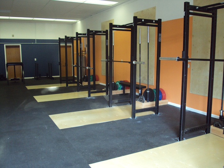 squat racks empty room